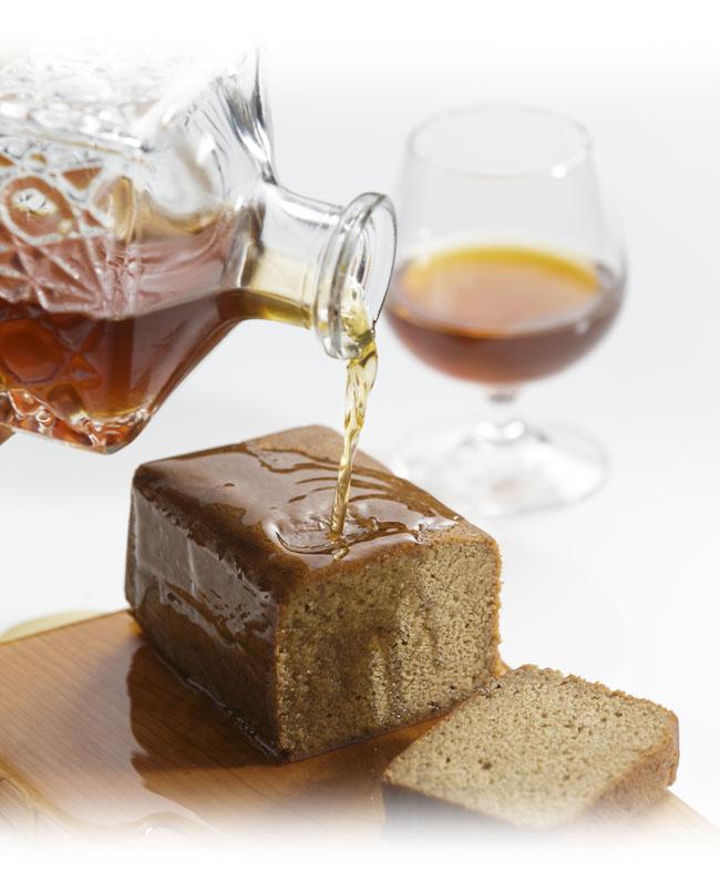 金澤ロワイヤルシリーズはコーヒー、カカオ、加賀紅茶の香りをまとったブランデーケーキです。
